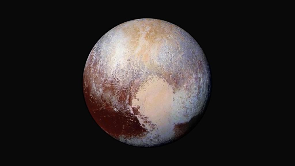 Obrobione zdjęcie Plutona we wzmocnionych kolorach, ukazujące mnogość odmiennych obszarów o różnym wieku / Credits - NASA/JHUAPL/SWRI
