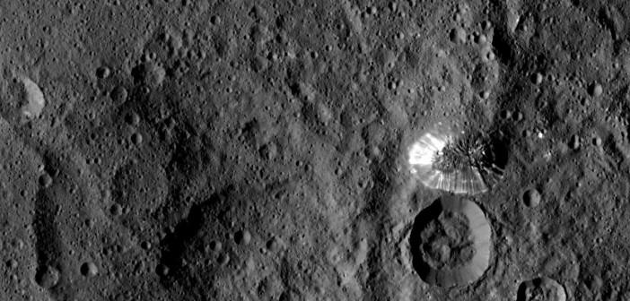 Tajemnicza góra na Ceres / Credits - NASA/JPL-Caltech/UCLA/MPS/DLR/IDA