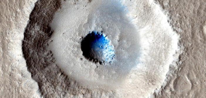 Nietypowy krater na marsie / Credits: NASA, MRO