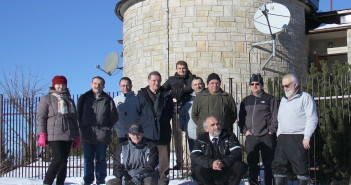 Zespół obserwatorium na górze Suchor; dr M. Winiarski skrajnie po prawej / Credit: Uniwersytet Pedagogiczny w Krakowie