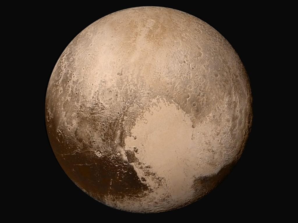 Pluton z 14 lipca 2015 roku, z odległości około 450 tysięcy km. Po środku Tombaugh Regio. / Credits - NASA / Johns Hopkins University Applied Physics Laboratory / Southwest Research Institute