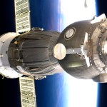 Kapsuła Sojuz przy ISS / Credits - NASA, ESA, Roskosmos