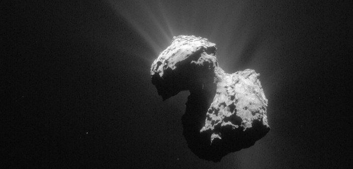 Spojrzenie na kometę 67P z 5 lipca 2015 / Credits - ESA/Rosetta/NAVCAM, CC BY-SA IGO 3.0