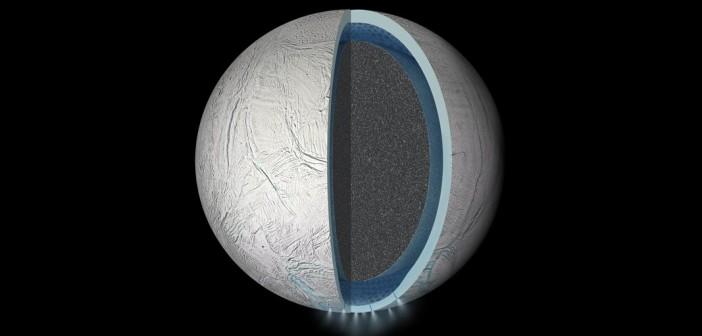 Aktualny przekrój Enceladusa / Credits - NASA, JPL