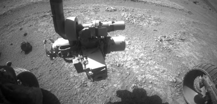 Zdjęcie z przedniej kamery HazCam łazika Opportunity, sol 4139 (15 września) / Credit: NASA/JPL