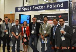 Przed polskim stanowiskiem na IAC 2015 / Credits - K. Kanawka, Blue Dot SolutionsPrzed polskim stanowiskiem na IAC 2015 / Credits - K. Kanawka, Blue Dot Solutions