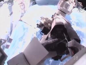Prace przy manipulatorze Dextre / Credits - NASA TV
