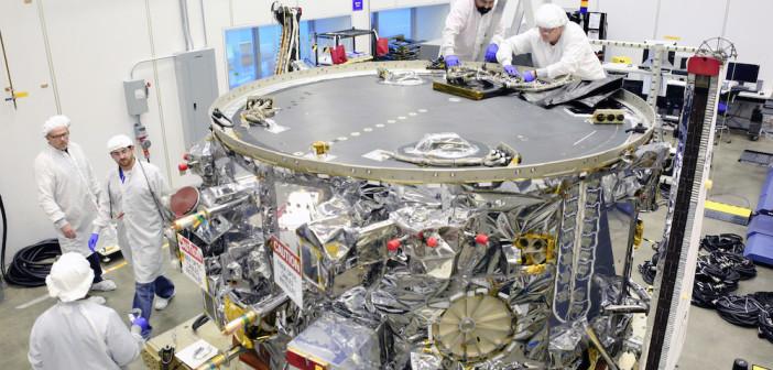 Moduł serwisowy statku kosmicznego Cygnus w trakcie przygotowań do misji w zakładach Orbital ATK / Źródło: Orbital ATK