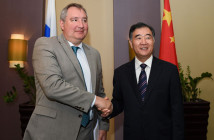 Dimitrij Rogozin i Wang Yang / Credit: Rada Państwa ChRL