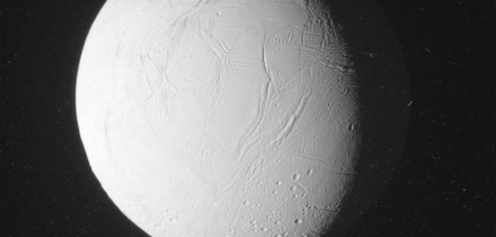 Cassini zbliża się do Enceladusa - 28.10.2015 / Credits - NASA/JPL-Caltech/Space Science Institute