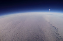 Opadający balon obok gondoli z misji BEXUS 21 / Credits - zespół FREDE