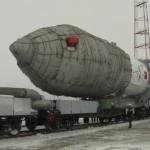 Wyprowadzenie Protona-M na stanowisko startowe - obraz z 6 grudnia 2015 / Credits - Roskosmos