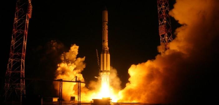 Start Protona-M z Ekspressem-AMU1 / Credits - Artyom