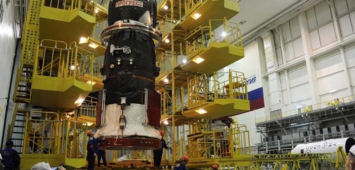 Progress MS-01 przed integracją z rakietą Sojuz-2.1a / Credits - Patrick Blau