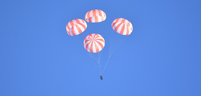 Test spadochronów głównych załogowej kapsuły Dragon, 27 stycznia 2016 / Credit: NASA