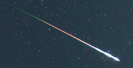 """""""Spadająca gwiazda"""" (meteor). Jeśli obiekt przetrzyma przejście przez atmosferę, wówczas stanie się meteorytem. / Źródło: NASA"""