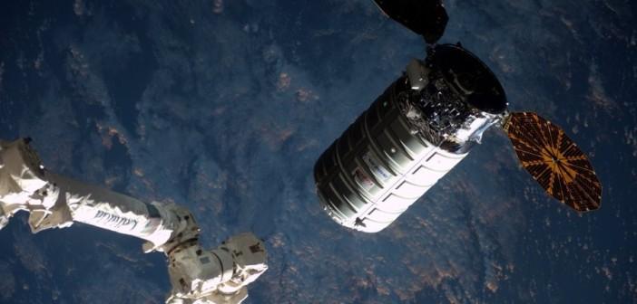 Cygnus OA-6 zbliża się do ISS / Credits - NASA