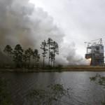Próbne odpalenie silnika RS-25 w przygotowaniu na loty rakiet SLS / Źródło: NASA/SSC