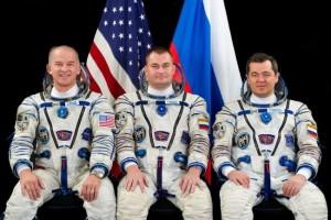 Załoga Sojuza TMA-20M: od lewej Williams, Owczynin, Skripoczka. Credits: NASA