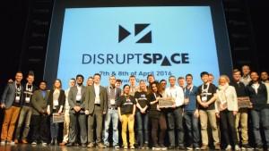 Zwycięzcy zawodów związanych z nowymi pomysłami powstałymi na Disrupt Space / Credits - Blue Dot Solutions
