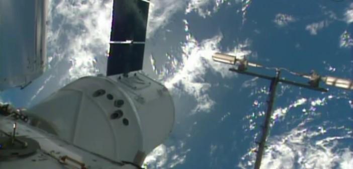Kapsuła Dragon przyłączona do ISS / Credits - NASA TV