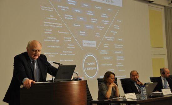 Szef POLSA, prof. M. Banaszkiewicz, na konferencji Satelity dla Społeczństwa, Warszawa, 19 kwietnia 2016 / Credit: EURISY, MR