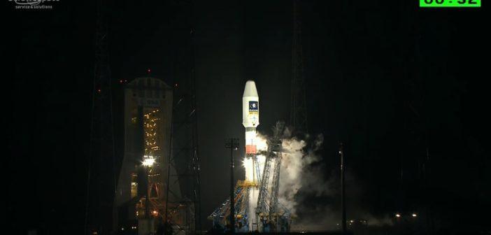 Tuż przed startem Sojuza-STB z dwoma satelitami Galileo / Credits - Arianespace