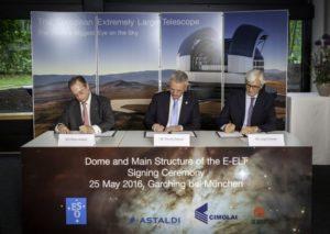 Podpisanie umowy na budowę kopuły i konstrukcji teleskopu E-ELT / Źródło: ESO