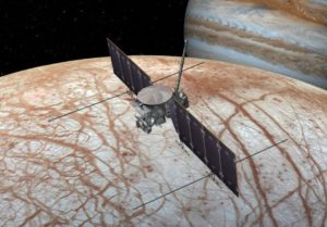 Wizja artystyczna sondy nad powierzchnią Europy / Źródło: NASA