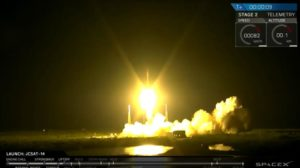 Kadr ze startu Falcona 9 z satelitą JCSat-14 / Credits: SpaceX