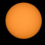 Merkury na tarczy słonecznej (skraj lewej dolnej ćwiartki) sfotografowany przez Billa Ingallsa (NASA) z Boyertown, USA / Credit: NASA