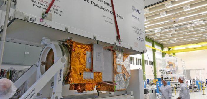 Sentinel-2B przygotowywany do transportu w centrum integracji satelitów Airbus Defence and Space w Friedrichshafen (Niemcy) / Credits: Airbus DS GmbH / A. Ruttloff – 2016