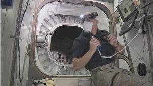 Jeff Williams tuż przed wejściem do modułu BEAM / Credits: NASA