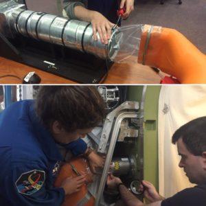 Konstrukcja i instalacja elementu łącznika rury na Ziemi oraz ISS / Credits: NASA TV