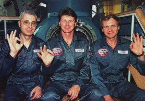 Załoga Sojuza TM-28. Od lewej: Jurij Baturin, Giennadij Padałka i Sergiej Awdiejew / Credits: RKA