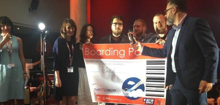 Polski zespół Blue Divine odbiera nagrodę / Źródło: ActInSpace