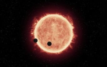 Planety TRAPPIST-1b oraz TRAPPIST-1c, tranzytujące przed czerwonym karłem układu (NASA/ESA/STScI/J. de Wit - MIT)