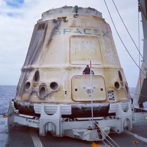Podjęta kapsuła CRS-9 / Credits - SpaceX