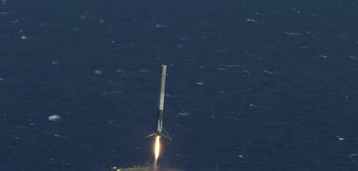 Lądowanie pierwszego stopnia Falcona 9R - misja CRS-8 / Credits - SpaceX