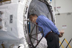 Adapter IDA-2 - jeszcze na Ziemi / Credits - NASA