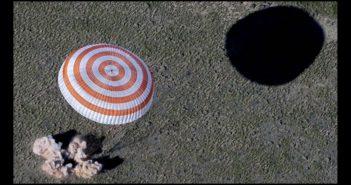 Lądowanie Sojuza TMA-20M / Credits - NASA/Bills Ingalls