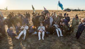 Po lądowaniu Sojuza / Credits - NASA/Bills Ingalls