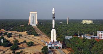 Transport rakiety GSLV Mk II z satelitą Insat 3DR / Credit: ISRO