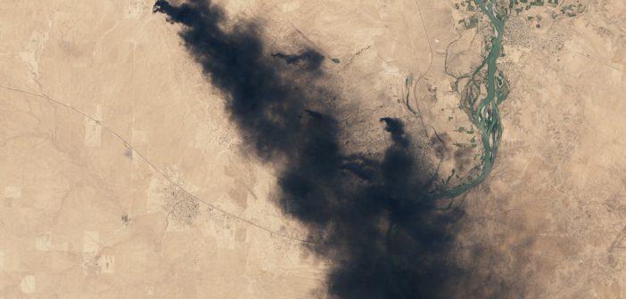 Płonące szyby naftowe - zdjęcie z 16 lipca 2016 / Credits - NASA, U.S. Geological Survey