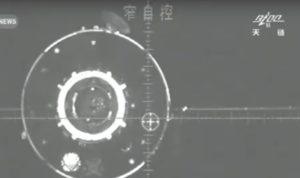 Cumowanie do Tiangong-2 / Credits - CCTV