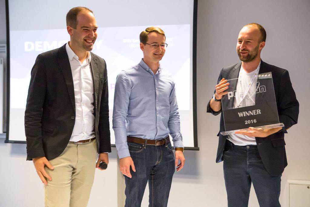 Emb3d with the prize/ Credits: Maciej Roszkowski