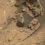 Mały meteoryt z października - jasne ślady pochodzą od lasera Curiosity / Credits - NASA/JPL-Caltech/LANL/CNES/IRAP/LPGNantes/CNRS/IAS/MSSS