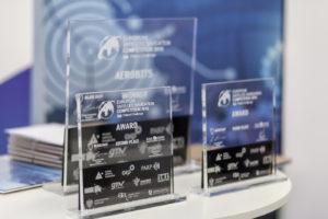 Statuetki dla zwycięzców / Źródło: Blue Dot Solutions