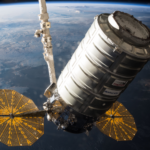 Cygnus OA5 w pobliżu Międzynarodowej Stacji Kosmicznej (NASA)