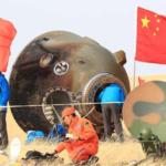Kapsuła pojazdu załogowego Shenzhou 11 po lądowaniu w rejonie Mongolii Wewnętrznej (Xinhua)